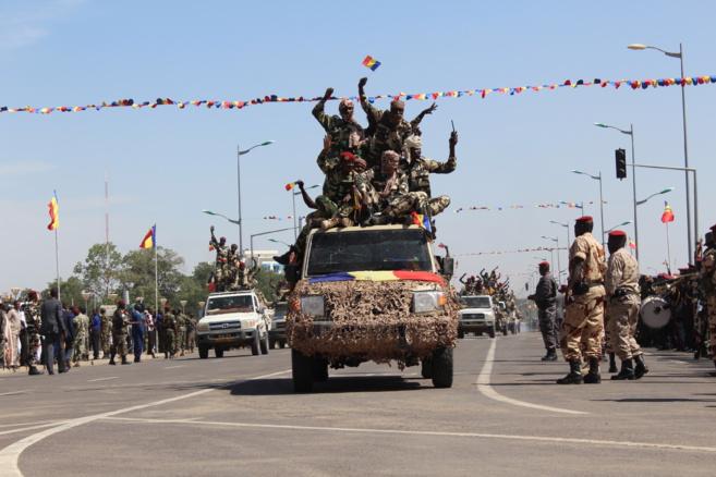 Un convoi de l'armée tchadienne revenant du Nigeria, défile à la Place de la Nation. Alwihda Info/D.W.