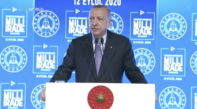 Le président turc Erdogan met en garde Macron