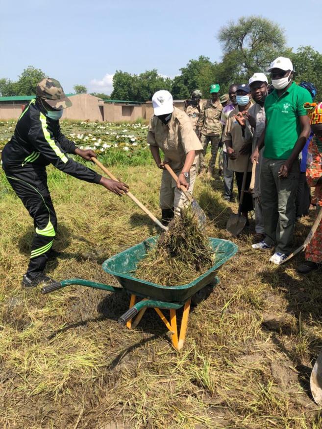 le ministère de l'Environnement assainit le CEG de Toukra