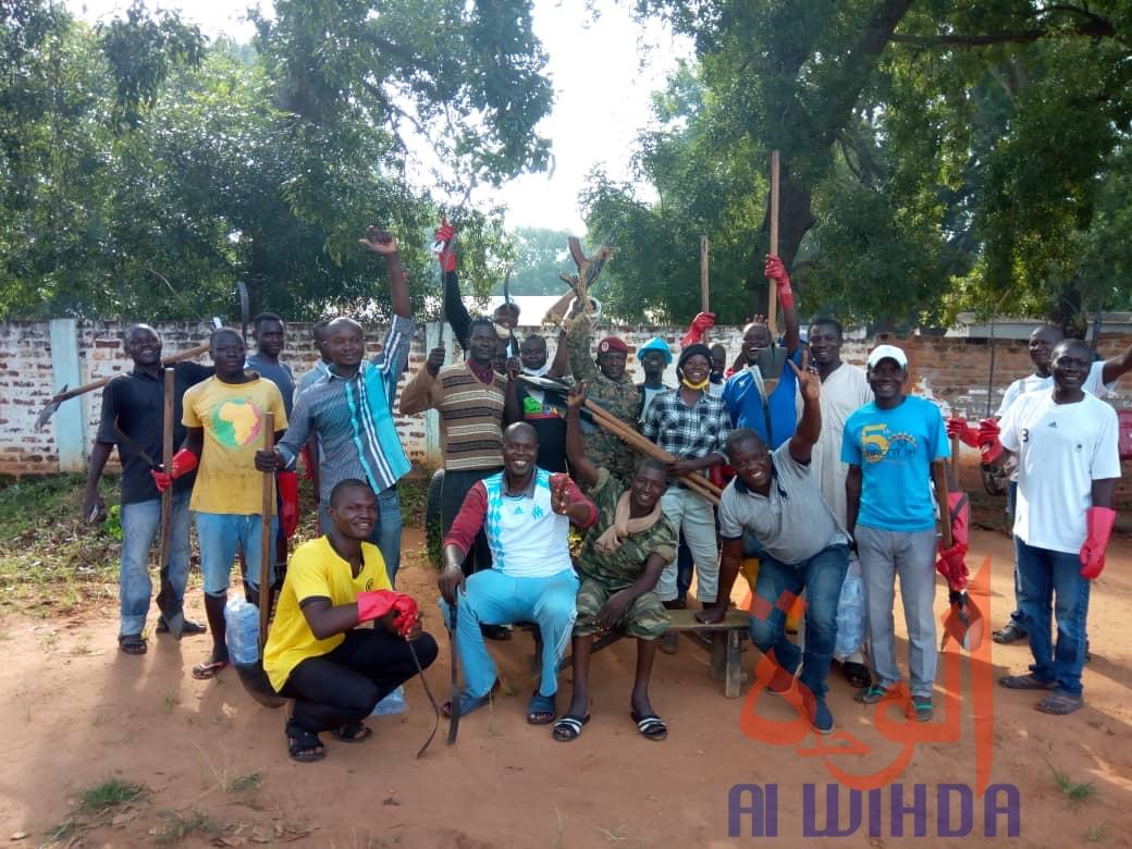 Tchad : à Moundou, la jeunesse et l'armée main dans la main pour la salubrité. © Golmem Ali/Alwihda Info