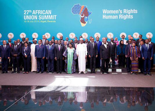La traditionnelle photo de famille avant l'ouverture du sommet de l'Union africaine à Kigali (Rwanda), le 17 juillet 2016. CYRIL NDEGEYA/AFP