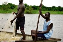 © Henri Della Casa | Pêcheurs sur le lac Tchad. Cette «mer intérieure», qui s'est réduite de 25000 km2 à seulement 5000, reste très poissonneuse et attire des hommes d'Afrique de l'Ouest notamment.