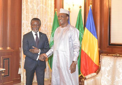 Le Président du Tchad, Idriss Déby et le Représentant spécial du Secrétaire Général de l'ONU en RCA, Onanga Anyanga.