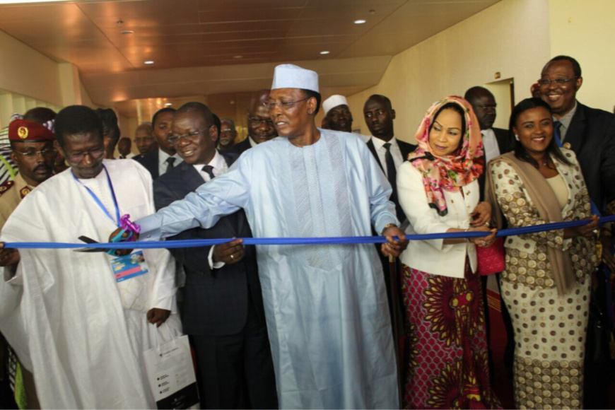 Le Président de la République, Idriss Déby a procédé à l'ouverture du salon internationale de l'étudiant Africain qui se tient actuellement au palais du 15, à N'Djamena.