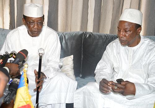Guinée : Le Président tchadien accueilli à Conakry par Alpha Condé