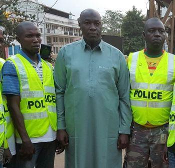 Abdourahamane Sidibe entre les mains de la police à Conakry.