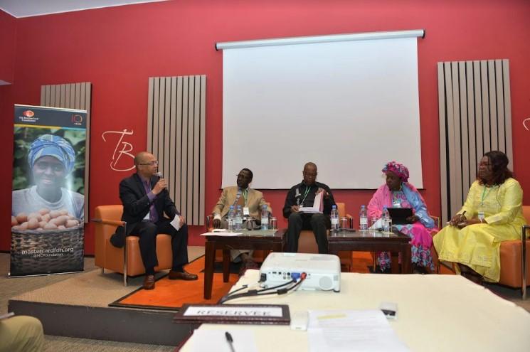 Sambou Coly, Directeur de programme, de l' Inclusion Financière à The MasterCard Foundation, s' adressant au panel