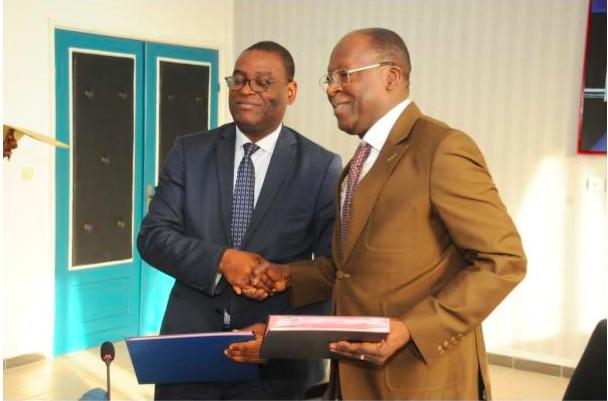 Légende : M. Litse avec M. Abdoulaye Bio Tchané, Gouverneur de la BAD pour la Bénin