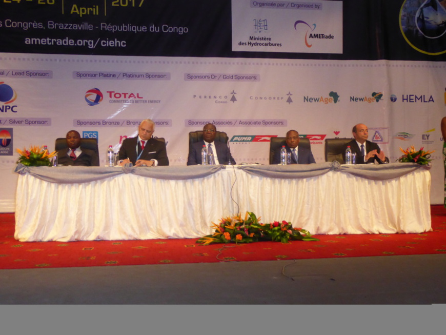 Le premier ministre congolais (au centre) à l'ouverture des travaux