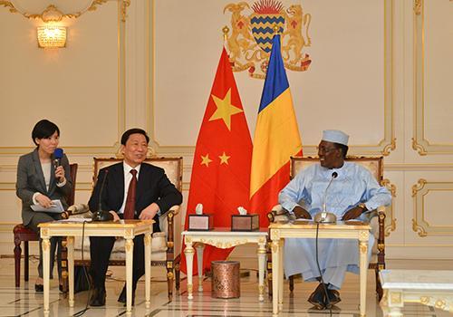 Le Président de la République Idriss Déby a accordé ce matin, une audience au vice-président chinois, M. Li Yuanchao.
