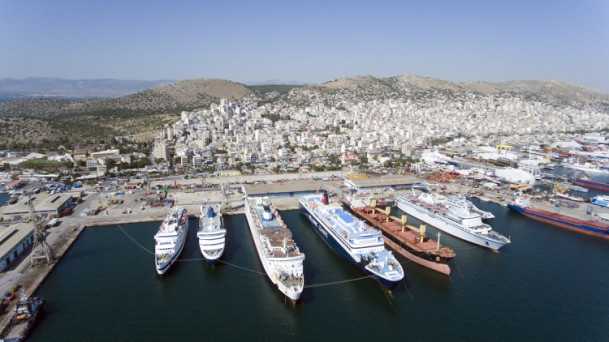 The ferry terminal of the Piraeus Port photographed on May 3. In August 2016, Chinese shipping group COSCO took over the operation of the port. And now it has become a pearl along the Belt and Road under the management of COSCO. Photo : Xinhua News Agency