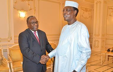 Séance de travail au palais présidentiel entre le Président de la République du Tchad et le Vice-Président soudanais Hassabo Mohamed Abdelrhaman en visite de travail au Tchad.