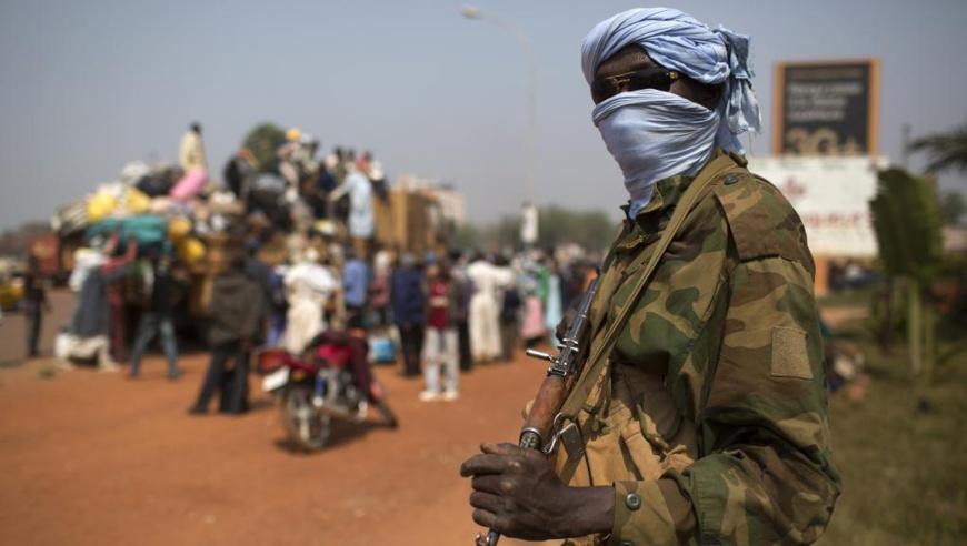 Un soldat tchadien de la Misca dans les rues de Bangui, le 16 janvier 2014. © REUTERS/Siegfried Modola