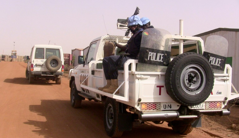 Des policiers maliens en patrouille avec des Casques bleus de la Minusma, le 18 mai 2016 à Gao, dans le nord du Mali / © AFP/Archives / SOULEYMANE AG ANARA