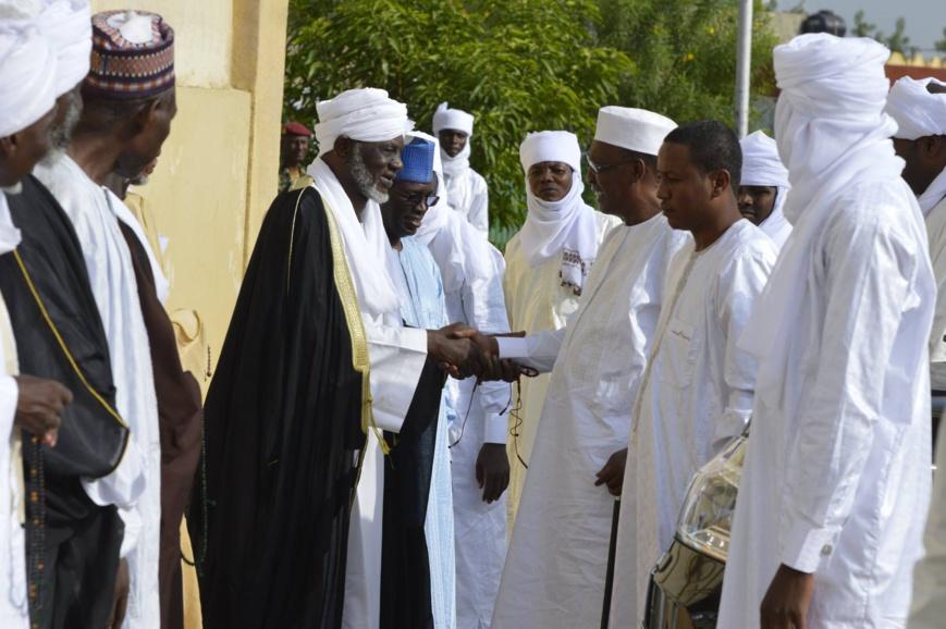 """Tchad : L'imam Hassan Hissein met en garde contre """"ceux qui manipulent l'avenir du pays""""."""