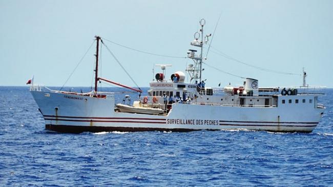 Un navire de la surveillance des pêches. Crédits : Sources