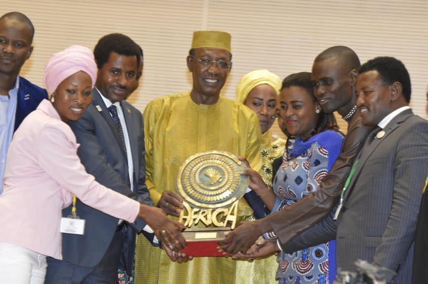 Tchad : La jeunesse africaine demande à Déby la création d'un passeport spécial étudiant