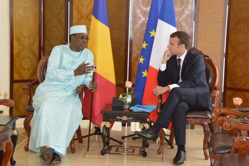 """Premier tête-à-tête entre Déby et Macron, """"les relations N'Djamena-Paris sont sans nuages"""""""