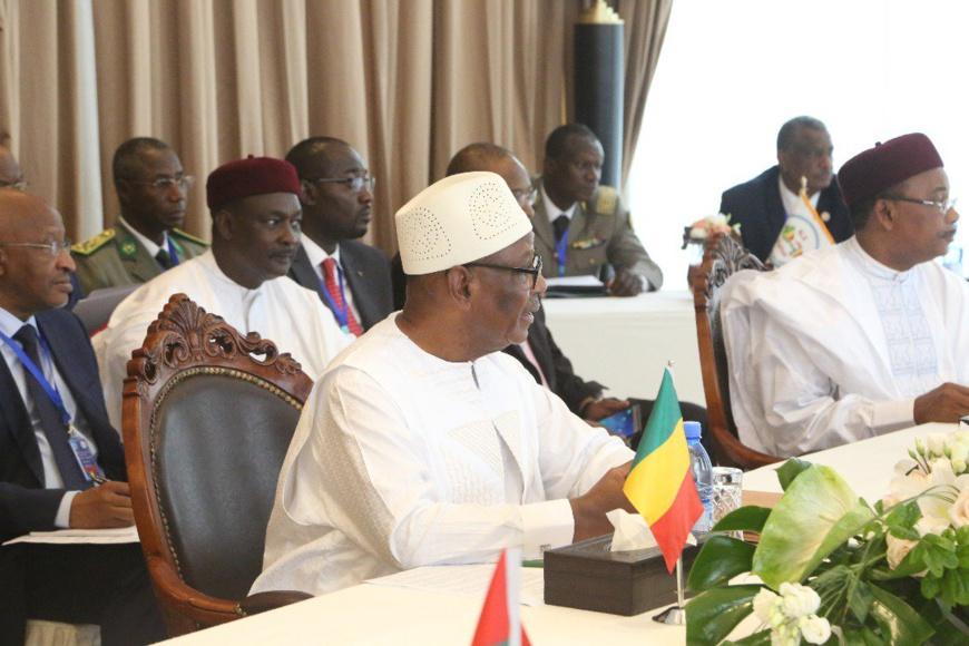"""IBK : """"L'armée tchadienne a libéré Gao, un symbole de bravoure et de solidarité africaine""""."""