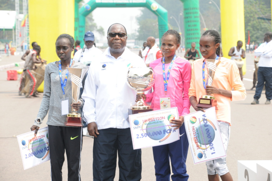 Les 3 meilleures athlètes kenyanes avec le premier ministre congolais
