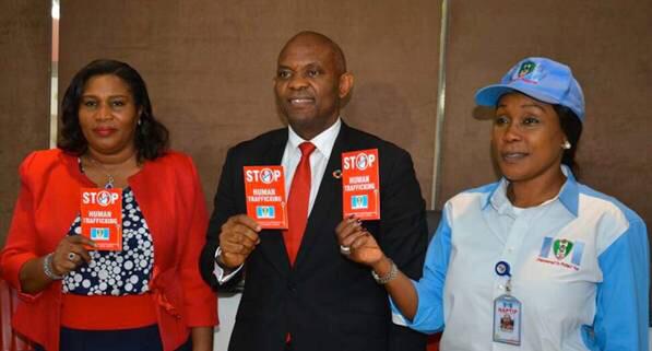 La DG du groupe United Capital Plc, Oluwatoyin Sanni (à gauche); le Promoteur de la Fondation Tony Elumelu, M. Tony Elumelu; et la DG de NAPTIP, Julie Okah-Donli, lors de la visite de la DG de NAPTIP  à la fondation Tony Elumelu à Lagos le jeudi dernier;