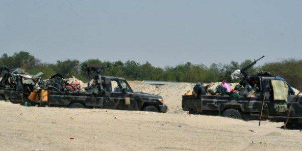 Des vehicules des armees tchadienne et nigerienne, le 25 mai 2015 à Malam Fatori, dans le nord du Niger © Issouf Sanogo/AFP