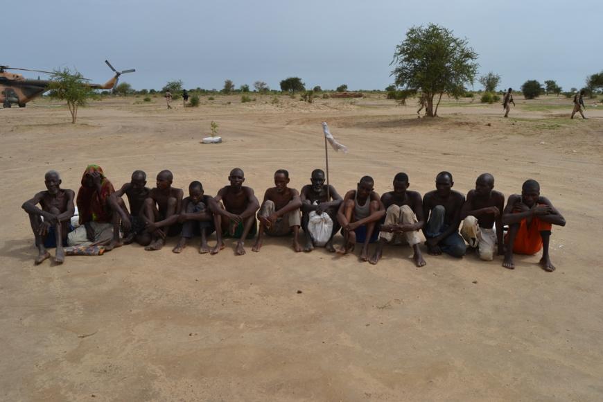 Des combattants de Boko Haram fait prisonniers par les forces mixtes de la zone de défense n°1. photo : Alwihda Info