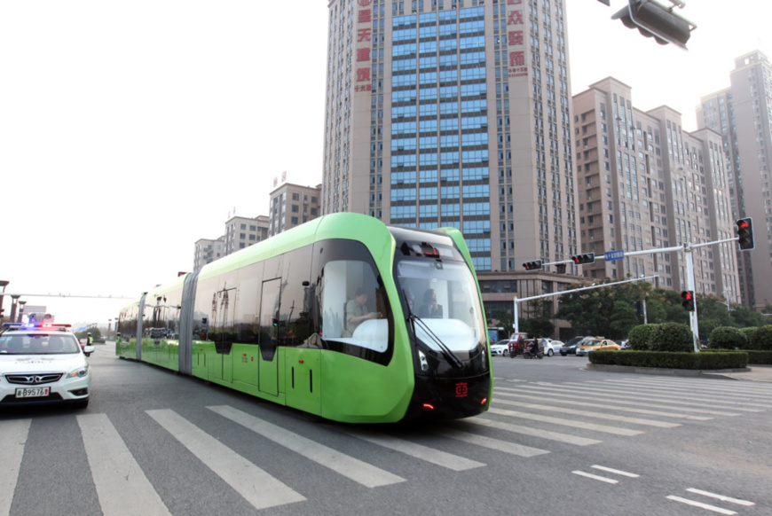 The world's first railless train undergoes test operations on October 23. (Photo by People's Daily Online)