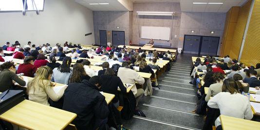 Etudiants algériens : statut défavorisé en France