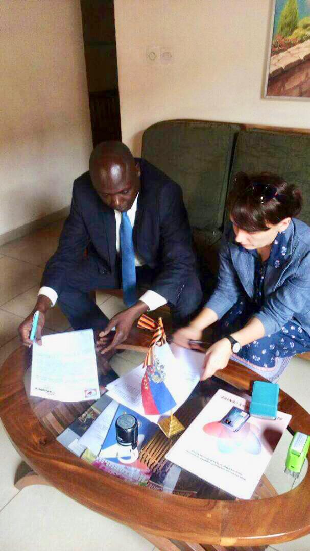 Olga Gogolina, présidente du centre russe des affaires basé à Yaoundé (Cameroun) et Madjitoloum Josué, président de l'organisation nationale patronale des entreprises du Tchad (ONAPET). Alwihda Info