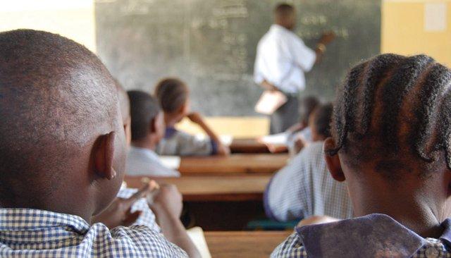 Les enseignants ne doivent pas être montrés du doigt quand c'est le système qui est défaillant (UNESCO)
