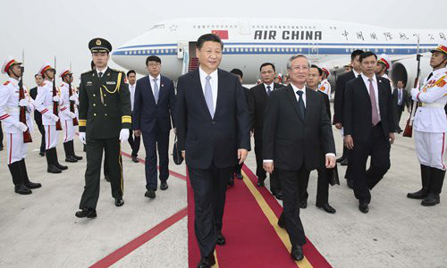 Chinese President Xi Jinping, also general secretary of the Communist Party of China Central Committee, arrives in Hanoi on Sunday for a state visit to Vietnam, greeted by Tran Quoc Vuong (right, front), a member of the Politburo of the Central Committee of the Communist Party of Vietnam. Photo: Xinhua