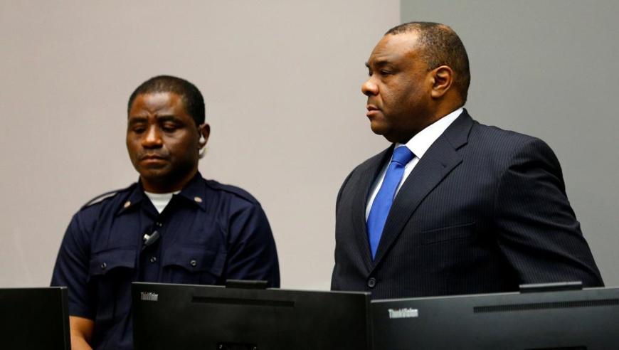 A la lecture de sa peine, Jean-Pierre Bemba (d) est resté sans réaction. La Haye, le 21 juin 2016. © REUTERS/Michael Kooren