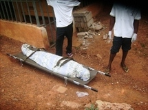 Le corps de Bibi Ngota devant la prison de Kondengui