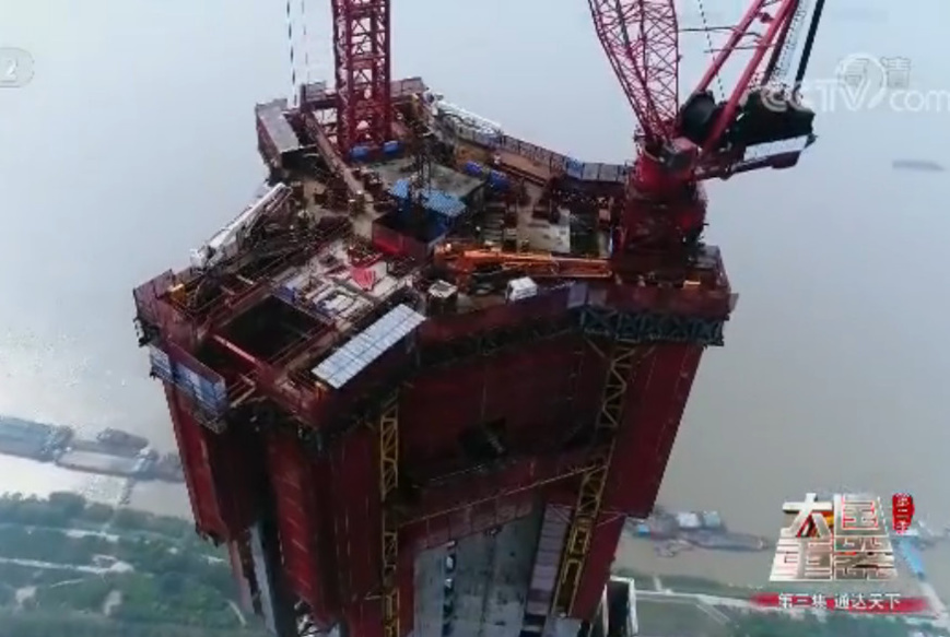 """Latest-generation jack platform designed for construction of super-tall buildings. (Source: screenshot from the documentary """"The Pillars of a Great Power II"""" filmed by China Central Television.)"""