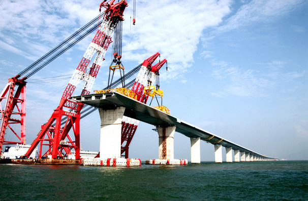 The Hong Kong-Zhuhai-Macao Bridge is under construction. (Photo by People's Daily Online)