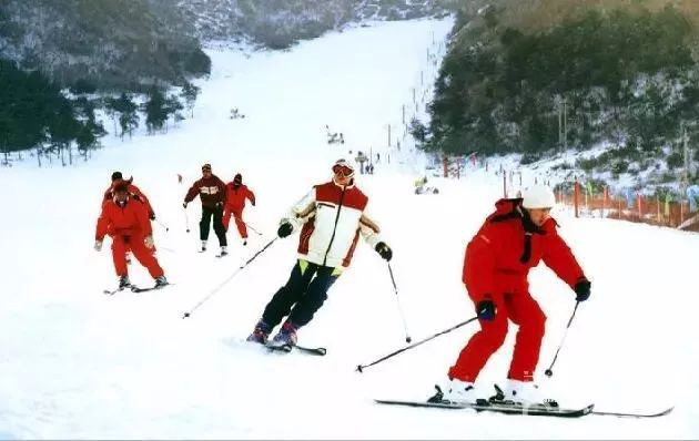 Photo shows a ski resort in a village of Liaoyang city, northeast China's Liaoning province. More and more villages in Liaoning province like Wangwaizi have embarked on the path of development through eco-tourism in recent years. (Photo by People's Daily Online)