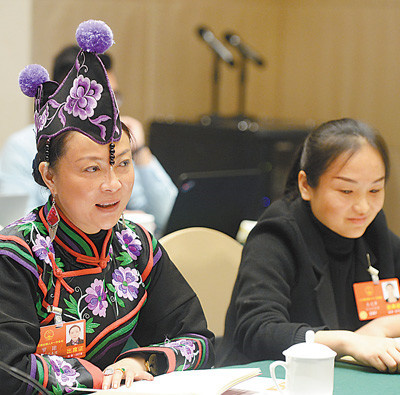 A deputy to the 13th National People's Congress (NPC) from China's Yunnan province speaks during a panel discussion on the draft revision to China's Constitution, March 7, 2018. (By Chen Bin from People's Daily)