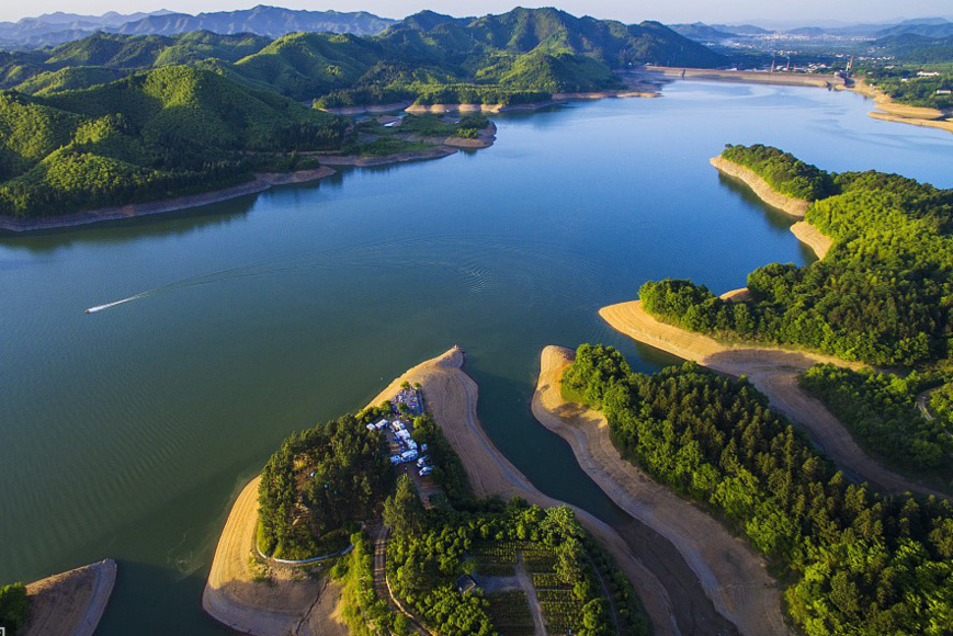 Anji, eastern China's Zhejiang province has become China's first ecological county on national level after removing 79 mines since 2006. It is a shooting spot for movie Crouching Tiger, Hidden Dragon. (Photo by CFP)