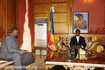Le Secrétaire général de la CEEAC, M. Louis Sylvain Goma avec le Président tchadien Idriss Déby au Palais. / Présidence Tchad.