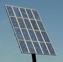 Un grand panneau solaire.