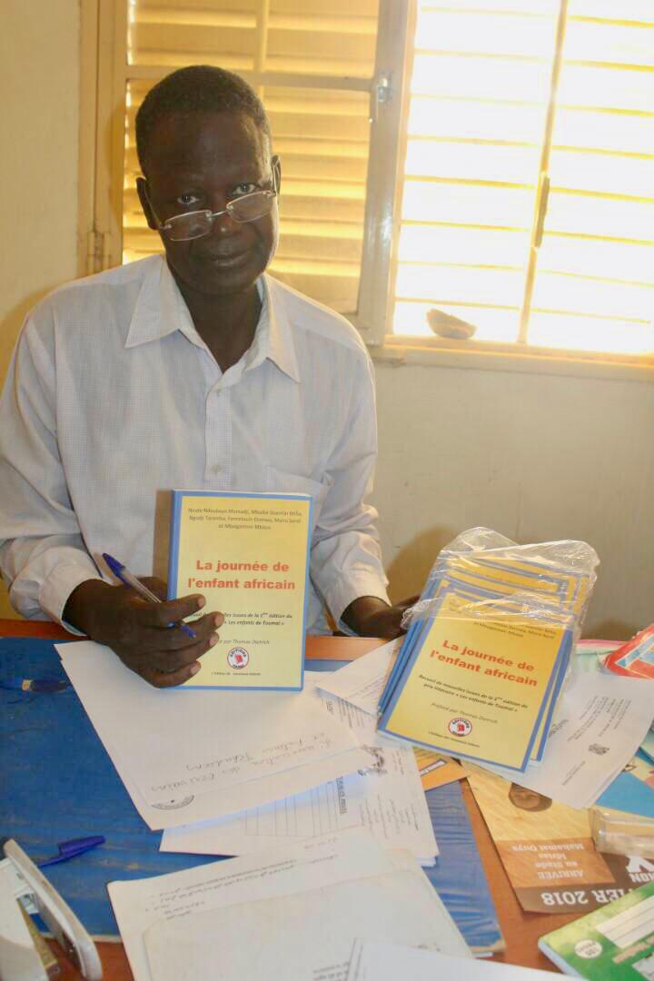 Tchad : L'ASEAT offre un don de 100 livres aux élèves du Lycée de Gassi