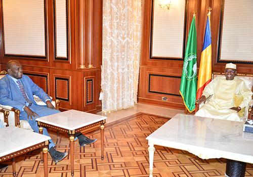 Le président Idriss Déby et Joseph Dadnadji lors d'un entretien à la présidence le 6 avril 2018.