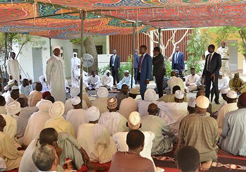 Idriss Déby rend hommage à Adoudou Artine