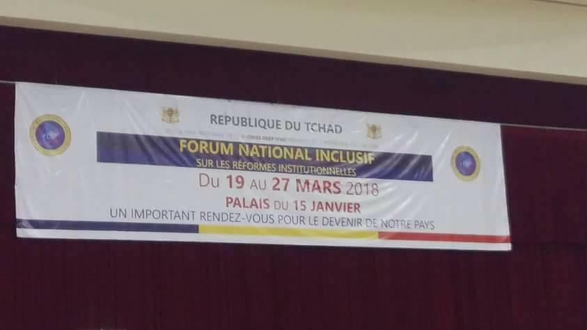 Une banderole annonçant le forum national inclusif au Palais du 15 janvier à N'Djamena.