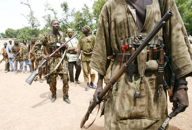 Des chasseurs traditionnels Dozos du Mali, Kouri, 25 juillet 2006 afp.com - ISSOUF SANOGO