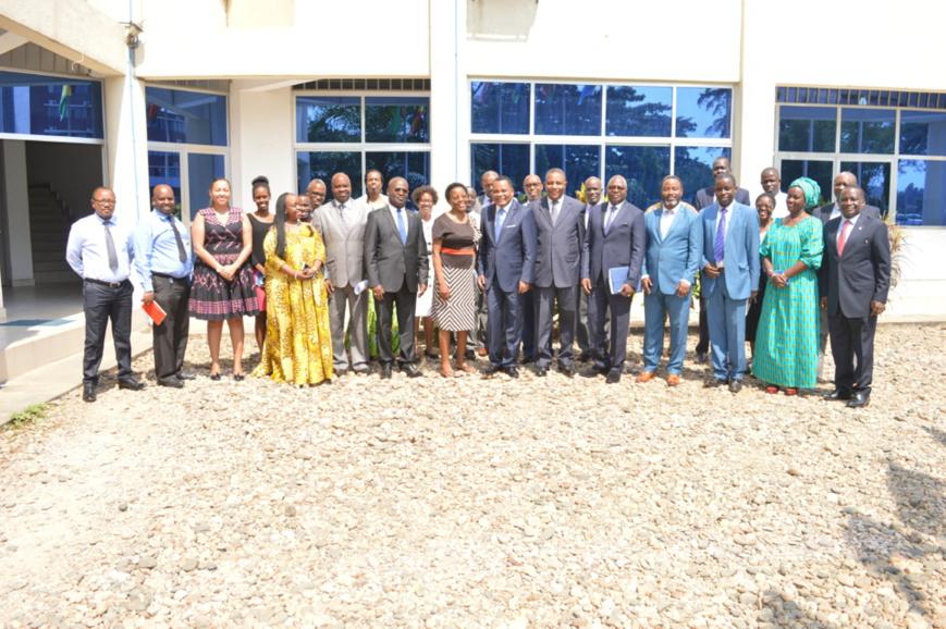 Jean Claude Gakosso (7ème position de droite à gauche) et le personnel de la CIRGL