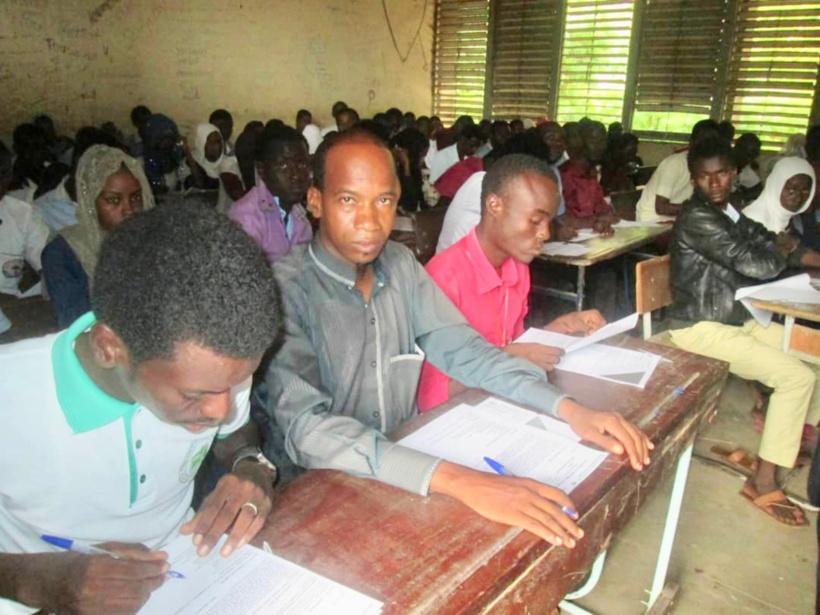 Des élèves s'apprêtent à composer le baccalauréat 2018 dans un centre d'examen de N'Djamena. Crédits : Alwihda Info