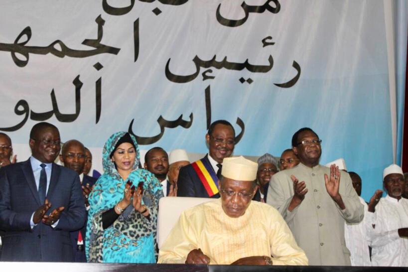 Le président de la République promulgue la 4ème République au Palais du 15 janvier, à N'djamena. AlWihda Info/D.W