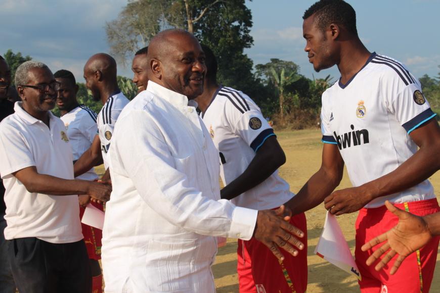 Cameroun :Dans la vallée du ntem,le sénateur Menye Ondo frappe un grand coup!